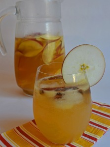 apple cider sangria // pale yellow