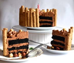 chocolate hazelnut cake // pale yellow