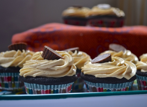 simple chocolate cupcakes with peanut butter frosting mini cupcakes // pale yellow
