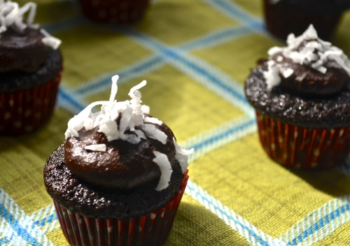 chocolate vegan cupcakes // pale yellow
