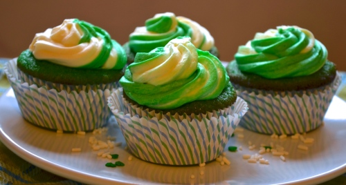 shamrock shake cupcakes // pale yellow