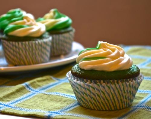 shamrock shake cupcakes // pale yellow