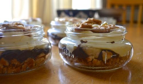 Chocoalate Peanut Butter Banana Pudding in Jars | Pale Yellow