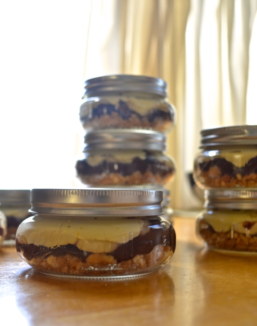 Chocoalate Peanut Butter Banana Pudding in Jars | Pale Yellow