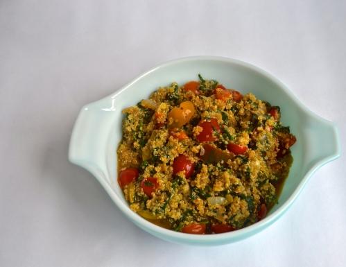 tomato spinach garlic quinoa | pale yellow