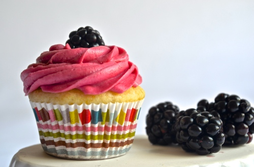 blackberry cupcakes | pale yellows {a fresh lime-scented mini cupcake with blackberry filling and a delightful blackberry buttercream}