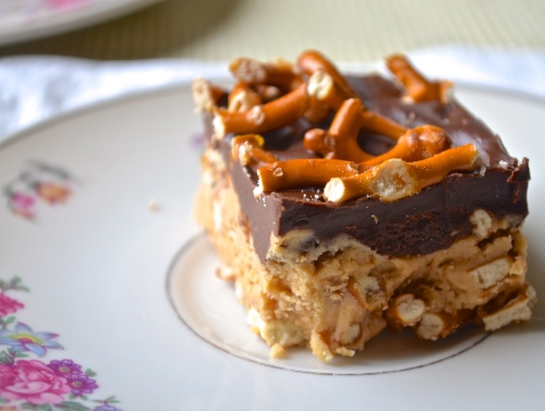 Peanut Butter Pretzel Bars with Chocolate {No Bake} | Pale Yellow