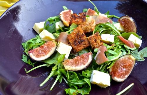 Fig, Brie, Prosciutto, & Arugula Salad   Pale Yellow