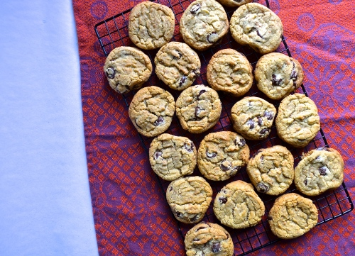 brown butter toffee chocolate chip cookies | pale yellow