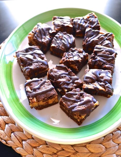 chocolate peanut butter cheesecake bars | pale yellow