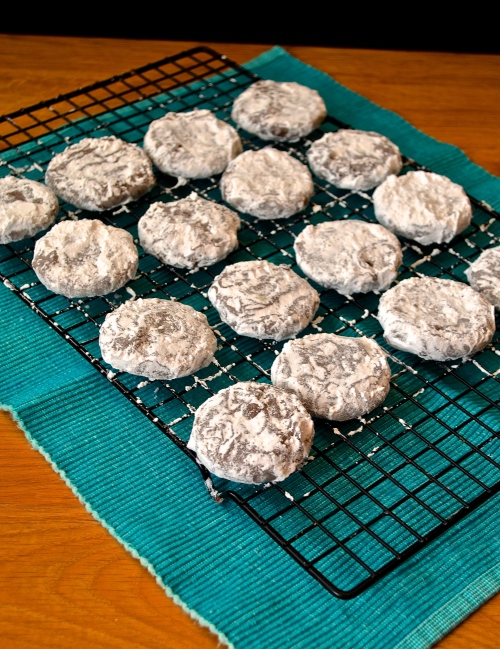 puppy chow cookies | pale yellow