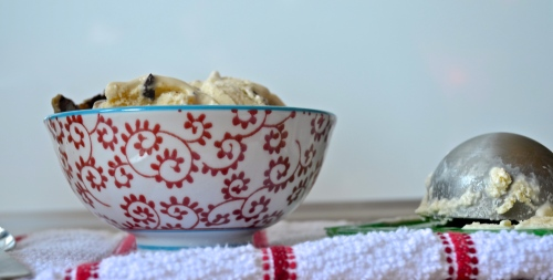 toffee crunch vanilla ice cream | pale yellow