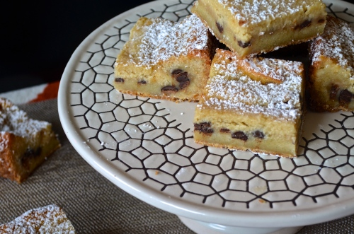 chocolate chip cookie dough gooey bars | pale yellow