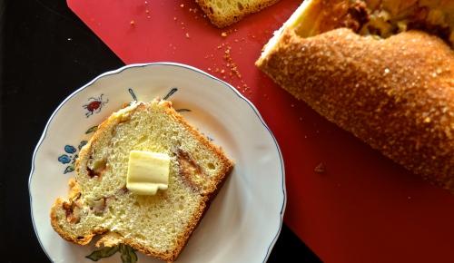 Apple Cinnamon Bread | Pale Yellow