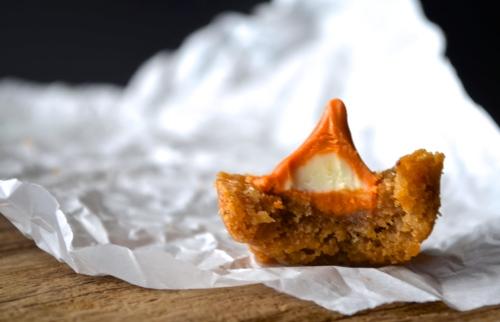 Pumpkin Spice Blondie Bites   Pale Yellow